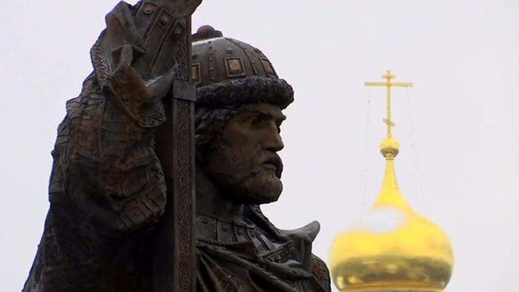 Russia's Putin unveils provocative statue #russia #putin #unveils #provocative #statue