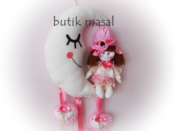 kız bebek odaları için sevgiyle yapılmış aydede kapı süsü..üzerindeki bez bebek tamamı el dikişlidir..:)