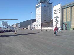Das Terminal von der Rollbahn aus gesehen