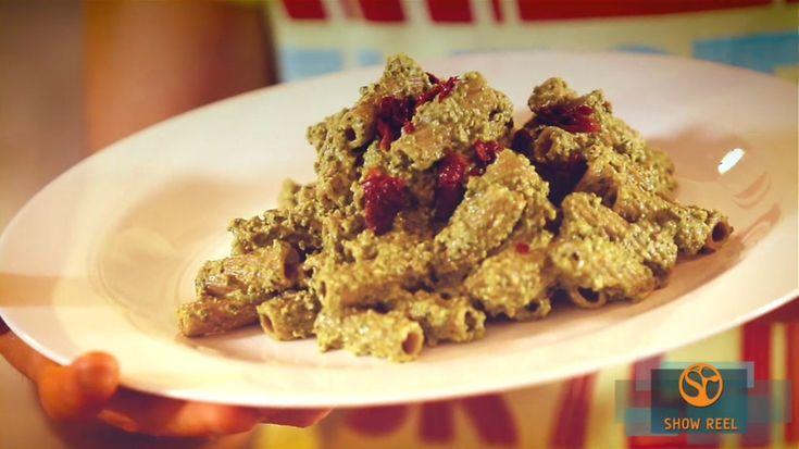 Pasta integrale con pesto di spinaci: maccheroni al pesto di spinaci