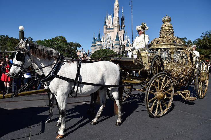 アメリカ・ディズニー・ワールドのマジック・キングダムに、「シンデレラ - Cinderella」の黄金の馬車が登場。 Magic Kingdom Park Welcomes the Golden Coach from 'Cinderella'
