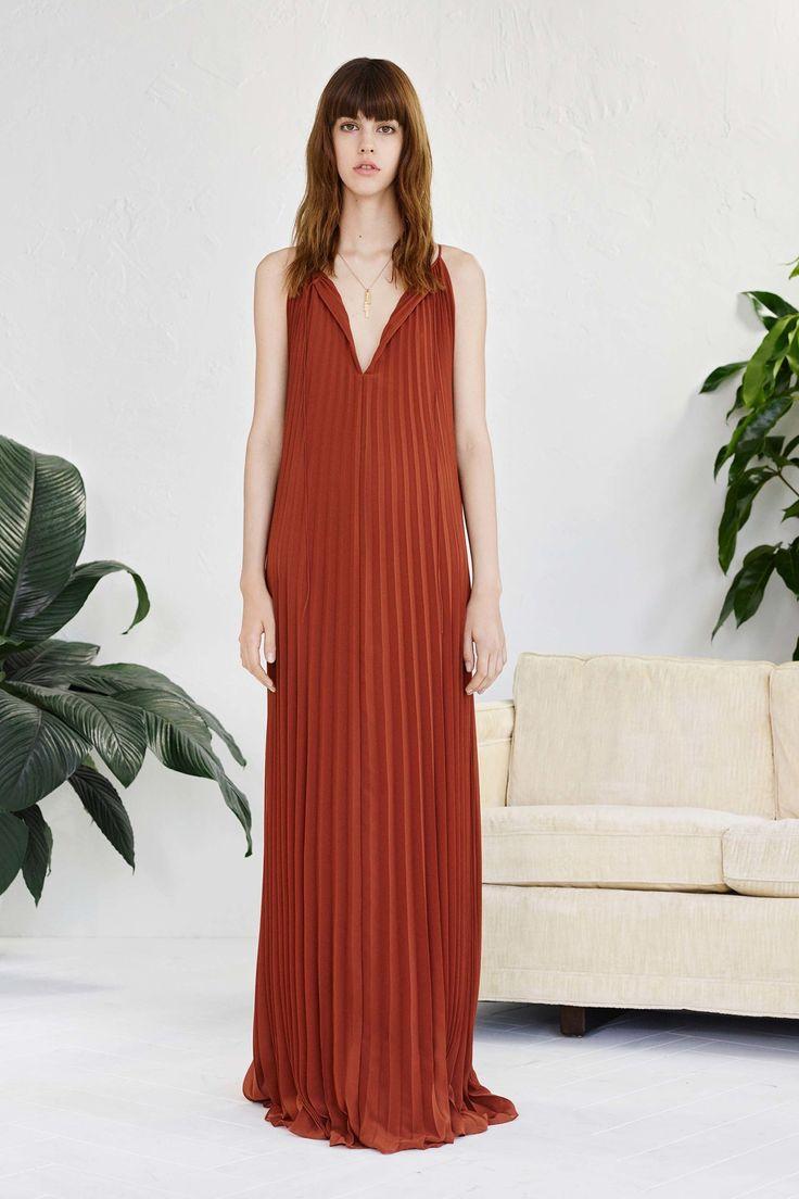 http://www.vogue.com/fashion-shows/resort-2017/elizabeth-james/slideshow/collection
