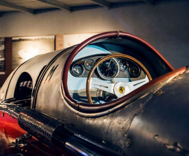 In Monaco heb je een (geheime) kelder vol met klassieke speedboten (foto's)  - Esquire.nl