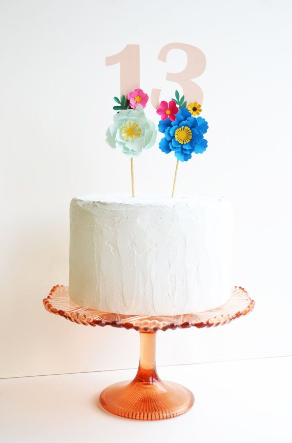 Adorno de torta de cumpleaños hecha a mano era papel flor