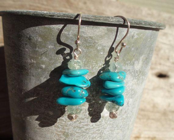 Deze oorbellen zijn gemaakt met stapels van prachtige blauwe turkoois, gefacetteerd aquamarijn en fijn zilver en komt overeen met mijn Turquoise, aquamarijn & fijne zilveren ketting en armband.  • Turquoise, aquamarijn • Handcrafted echte zilveren parels en oor draden • Lengte: 1 ½ inch / 3 ½ cm vanaf de bovenkant van oor draad, stapel kralen 1   ___________________________________________  Zie al mijn andere aanbiedingen hier: www.etsy.com/shop/kudzupatch _________________...