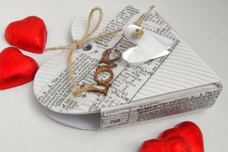 Robe di Robi: San Valentino: una scatola piena di cuori