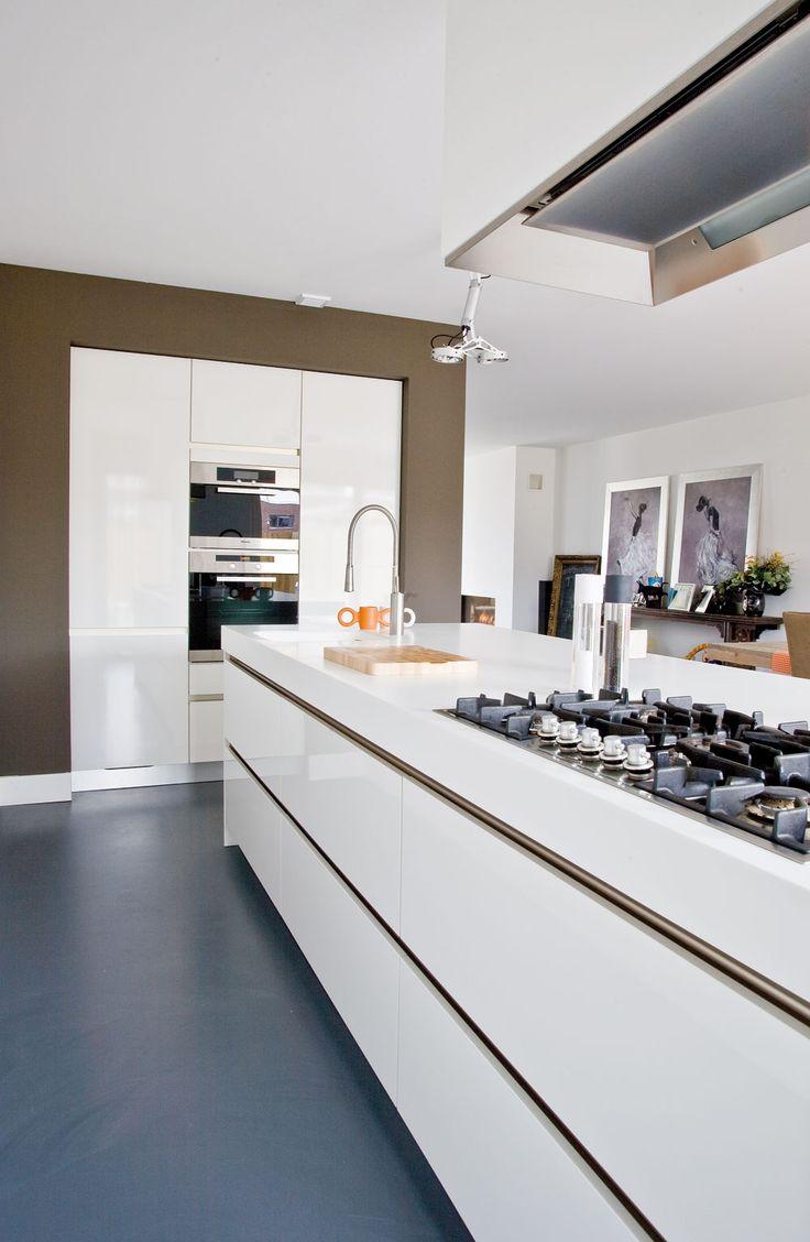 Stunning, minimal kitchen. Leading lines draw the eye. Neutral colours #kitchen #design -Oliveri