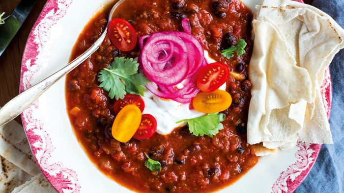 Snabb chili med svarta bönor och jalapeños - Vegomagasinet