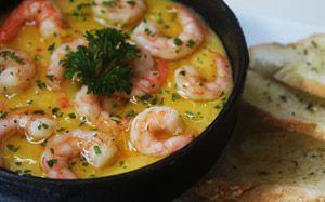 Creme de baroa com camarão e torrada temperada - Receitas - Receitas GNT