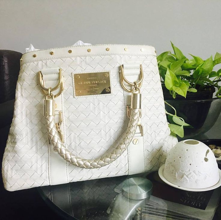 Give luxury a chance to celebrate you a little more! This Gianni Versace Couture White Quilted Bag is waiting for you !! #secretalert #secretdresser #supersaver #10%off #discountday #luxuryshopping #luxurybags #justforyou #luxurylifestyle #luxuryshop #discountedprice #discountsale #womencelebration #womensmarch #WomenPower #womenstyle