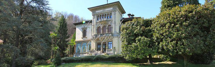 In una delle più importanti ville del bacino Stresiano, ristrutturata e divisa in solo tre appartamenti, e circondata da un meraviglioso parco di circa 800