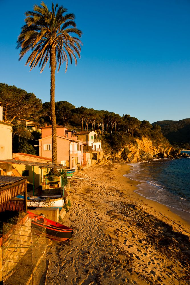 stunning pictures of the islands of Italy   ... -in-Forno-Beach-in-the-bay-of-Biodola-Isle-of-Elba-Livorno-Italy..jpg