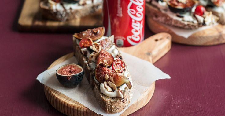 Receba os amigos em casa da melhor forma com uma Bruschetta de Queijo-Creme e Figos. Descubra aqui esta deliciosa receita fácil e rápida de preparar!