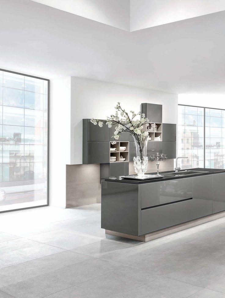 Helle loft küche weiß grau mit schönen barhockern