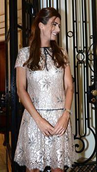 Los mejores looks de Juliana Awada desde que se convirtió en primera dama  Negro, blanco, azul, gris y beige son los colores a los que suele recurrir.