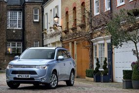 #Mitsubishi #Chile #OutlanderPHEV #PlugInHybrid #SUV #SaleDelCamino // CAR REVIEW: Liam tests out the MITSUBISHI OUTLANDER PHEV, a Plug-in Hybrid Electric Vehicle...
