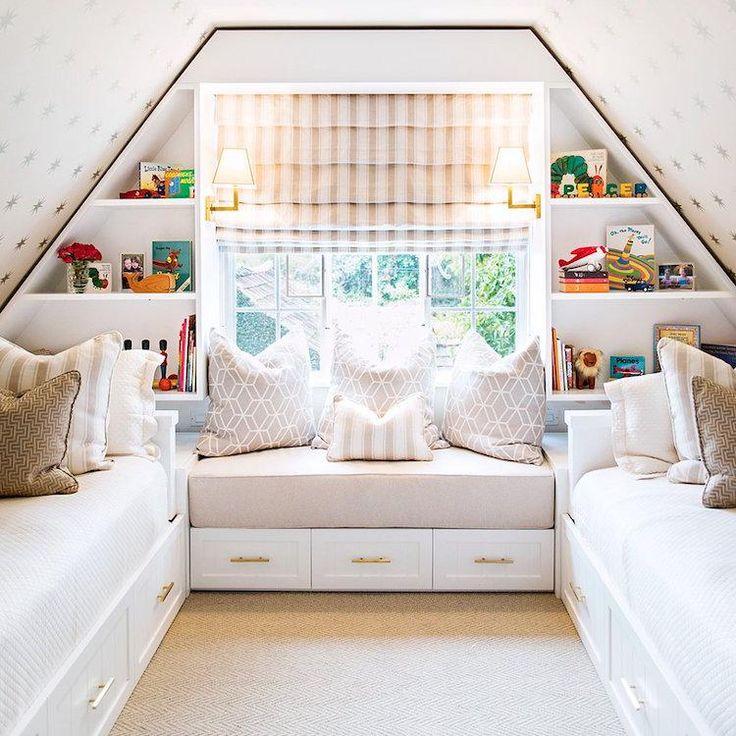 chambre 2 enfants sous les combles avec store bateau