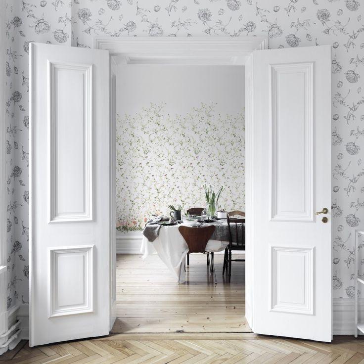 First large image of Mandaleen White