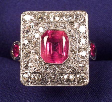 Art Deco de platino, zafiro rosa y anillo de diamante, centrar una rosa octogonal zafiro Bisel-set en un marco de Europeo de corte y de transición de corte diamantes viejos, aprox. peso total de. 1.60 cts., Hombros con ovales destacados zafiro rosa, acentos millegrain, tamaño 6, (guardia de anillo).