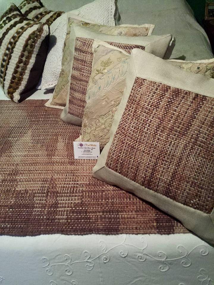 Conjunto Piecera y cojines 100% lana fantasía e hilo, estampado tipo Moaré.