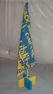 A Hermit Mom's Cave: Cub Stuff: Flag Stands