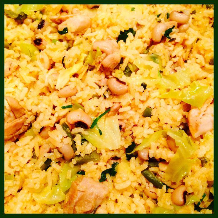 #Moksi Alesi# (Mixed #Rice#) Black Eye Pesi Moksi Alesi with Stewed Chicken, Stringbeans & Cabbage Ingredients: Rice, #Black eye beans#, #Chicken thigh fillets#, #Stringbeans#, #Cabbage#, #Coconut milk#, Tomato, Garlic Cloves (5 x), Tomato paste, Black pepper, Stock cube (2 x), Celery & Salt  Moksi Alesi (Gemengde #Rijst#) Black Eye Pesi Moksi Alesi met Gestoofde Kip, Kouseband  & Spitskool Ingrediënten: Rijst, #Zwarte ogen bonen#,#Kippendijfilets#, #Kouseband#, #Spitskool#, #Kokosmelk#…