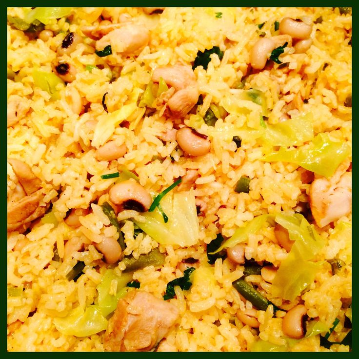 #Moksi Alesi# (Mixed #Rice#) Black Eye Pesi Moksi Alesi with Stewed Chicken, Stringbeans & Cabbage Ingredients: Rice, #Black eye beans#, #Chicken thigh fillets#, #Stringbeans#, #Cabbage#, #Coconut milk#, Tomato, Garlic Cloves (5 x), Tomato paste, Black pepper, Stock cube (2 x), Celery & Salt  Moksi Alesi (Gemengde #Rijst#) Black Eye Pesi Moksi Alesi met Gestoofde Kip, Kouseband  & Spitskool Ingrediënten: Rijst, #Zwarte ogen bonen#,#Kippendijfilets#, #Kouseband#, #Spitskool#, #Kokosmelk#…