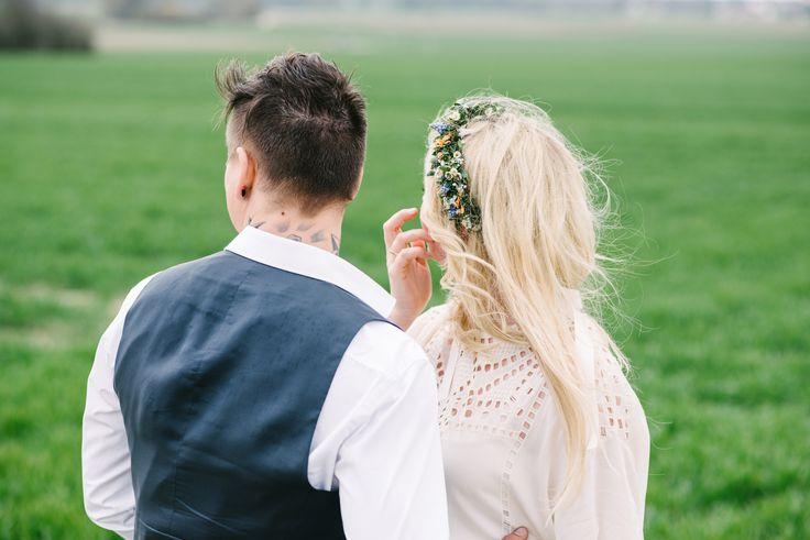 Real wedding: casual hippie - Bunte hippie Hochzeit in Neuburg! Brautpaarshooting im Freien.// Colourflul hippie wedding in Neuburg! Outdoor shooting bride&groom.  www.anna-veranstaltet.de