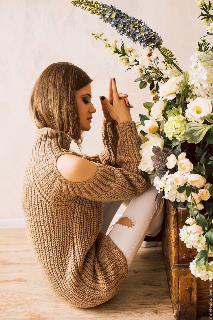 Купить свитер с открытыми плечами - бежевый, свитер, свитер вязаный, свитер женский, вязание спицами