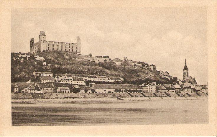 Bratislava z pravého brehu Dunaja (sada pohľadníc Boh. Vavrouška 1920)