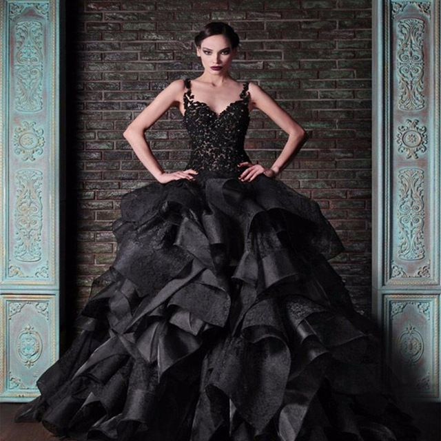 Black Gothic Wedding Dress 2016 Ball Gown Bridal Dress Lace Tiered Romantic Wedding Gowns Vestido Noiva Robe de Mariage A26