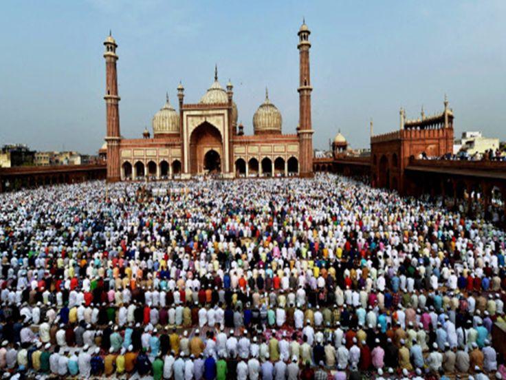Muslims offering Namaz at Jama Masjid on the occasion of Eid-ul-Fitr in New Delhi (PTI image)  http://timesofindia.indiatimes.com/city/delhi/eid-celebrations-across-india/articleshow/59320161.cms