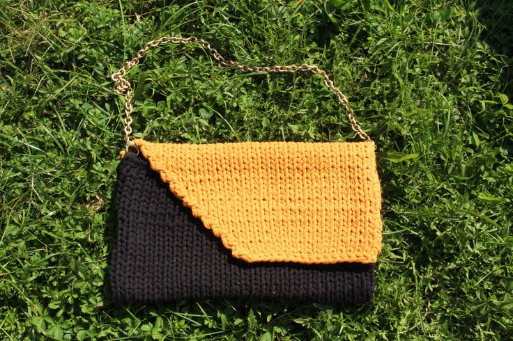 cotton, ocher and black, knitted handmade purse * borsa gialla, ocra e nera in…