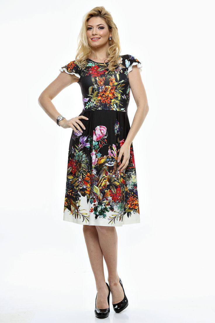 Rochie tricot imprimata cu aripioare duble, pliuri mici talie, decolteu arcuit.