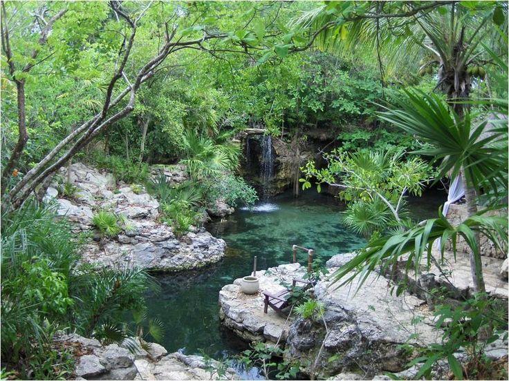 Xcaret, el paraíso Maya | Existen pocos lugares en el planeta más bonitos que Xcaret. Situado en la Riviera Maya, este  privilegiado entorno natural con cenotes y ríos subterráneos, fue un importante asentamiento de la civilización maya antes de la llegada de los españoles en el siglo XVI. Todavía conserva gran parte de la flora y fauna autóctona del sureste mexicano como pumas, manatíes, tortugas marinas o monos araña. En la actualidad Xcaret  es un parque temático ecológico con vestigios…