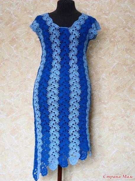 . Вот изготовила еще два платья. Свеженькие. Заказали сначала голубое. Связала до талии. И тут девочка решила немножко другого фасона..