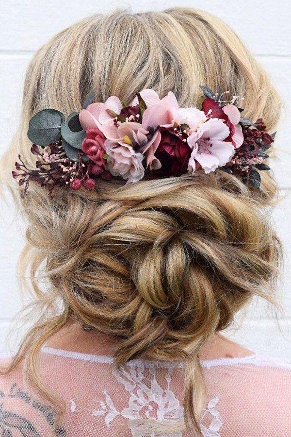 Sommerhochzeitsfrisuren Volume Chaotic Low Bun mit Blumen wb_upstyles - Hochzeitsfrisuren - #Flowers # Buns #Chaotic #Hairsty ...