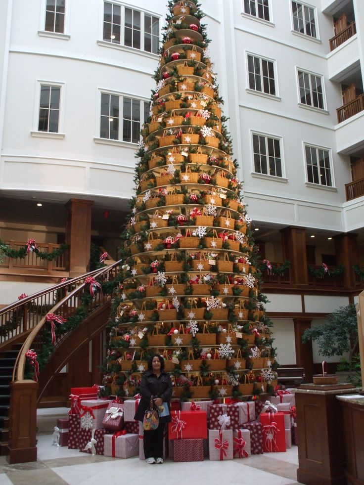 Longaberger home office lobby christmas tree of baskets for Office christmas trees