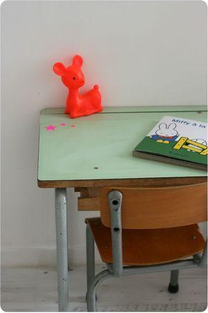 Voor bureautjes, kindertafeltjes en stoeltjes kun je ook terecht op www.grijsengroen.nl