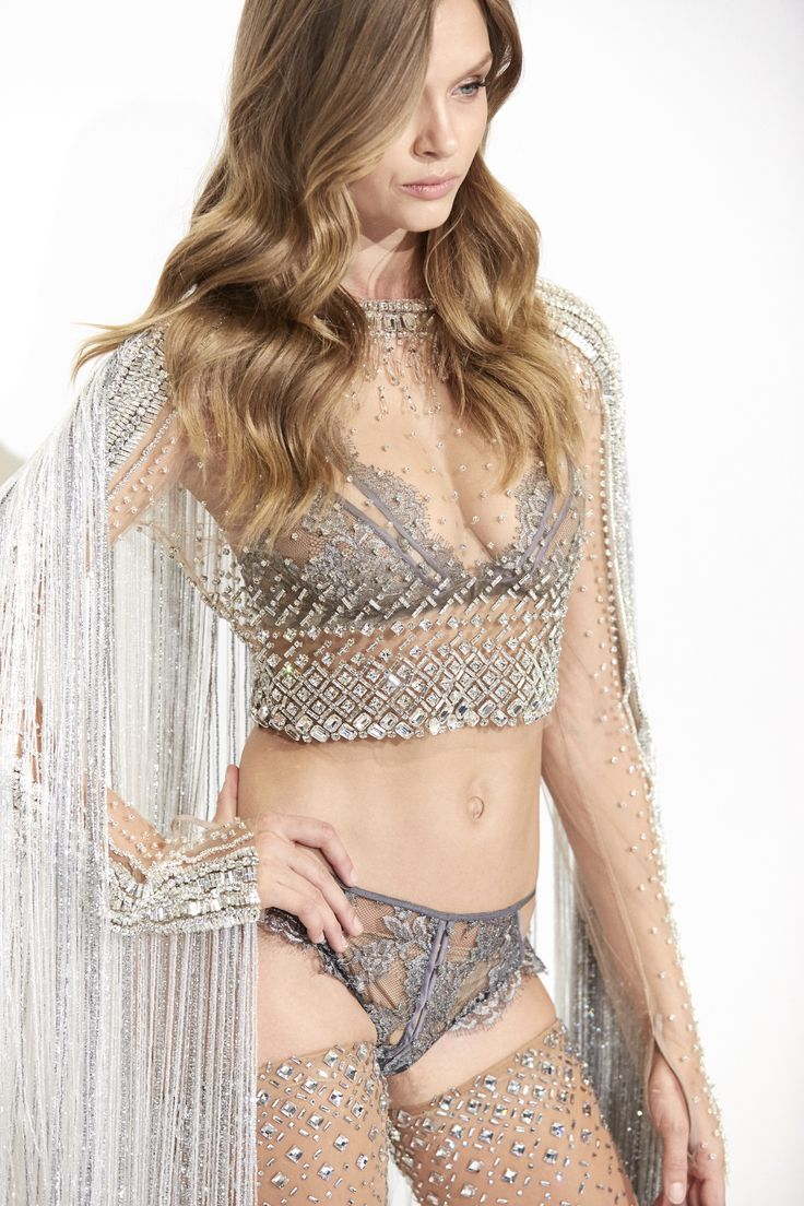 Exclusive Preview. The Swarovski look for the 2016 VS Fashion Show will be worn by Josephine Skriver. Preview this dazzling look, adorned with over 450,000 crystals. swarovs.ki/VSfitting