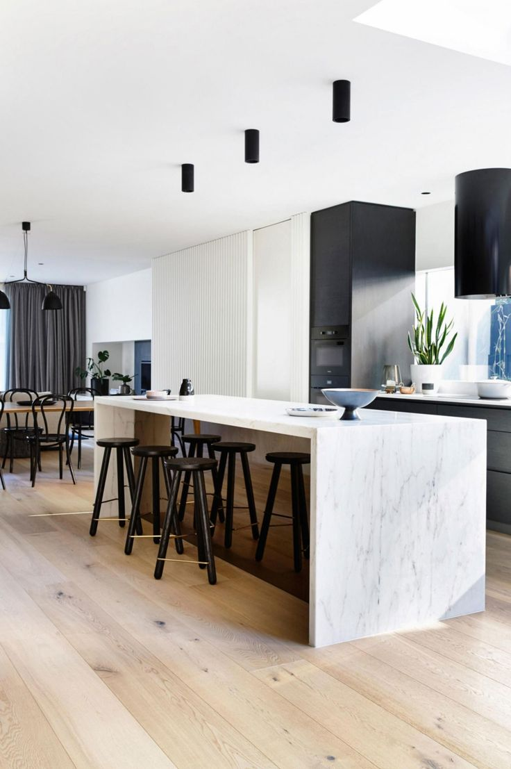 A beautiful, modern kitchen. Marble is here and its here to stay!