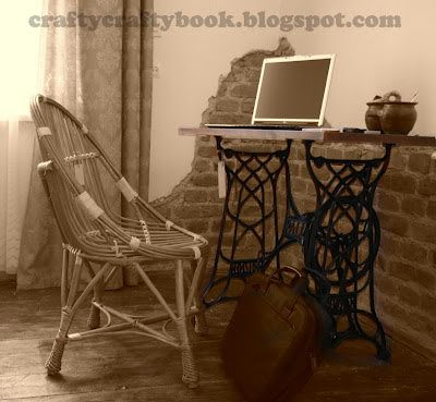 Crafty Crafty Book: Old sewing machine legs + wooden top = table