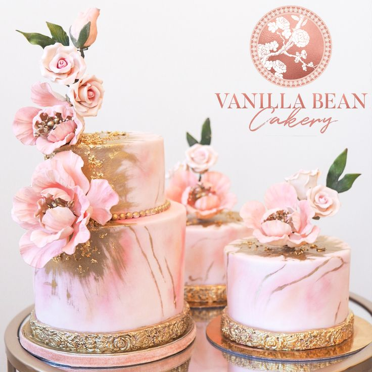 Blush marble mini cakes for wedding favors