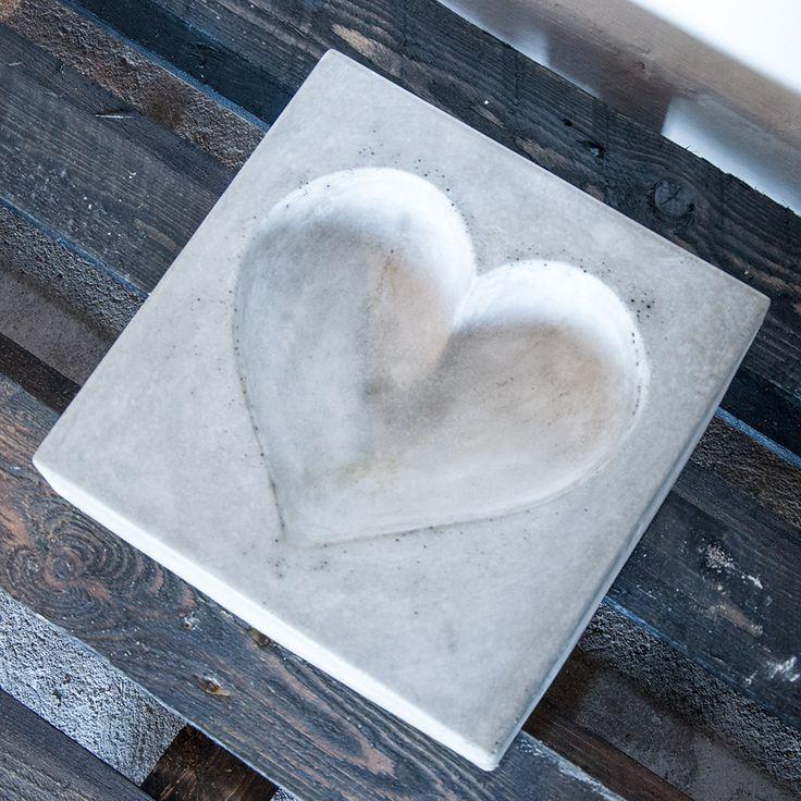 Heartshaped birdbath in concrete  - handmade-