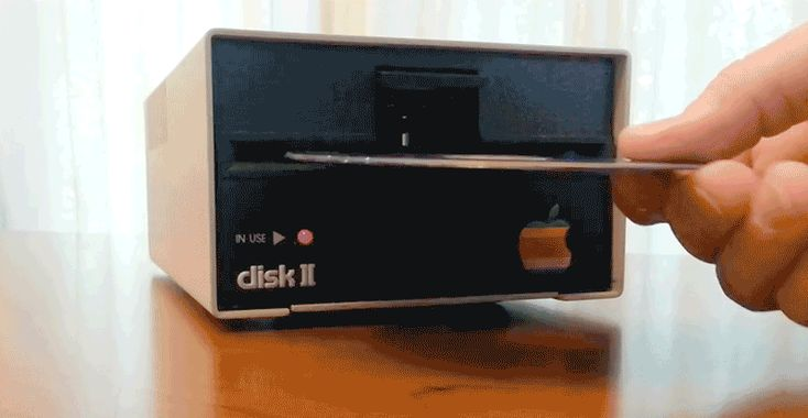 I Desperately Want This Ancient Apple Disk Drive With a Blu-Ray Upgrade