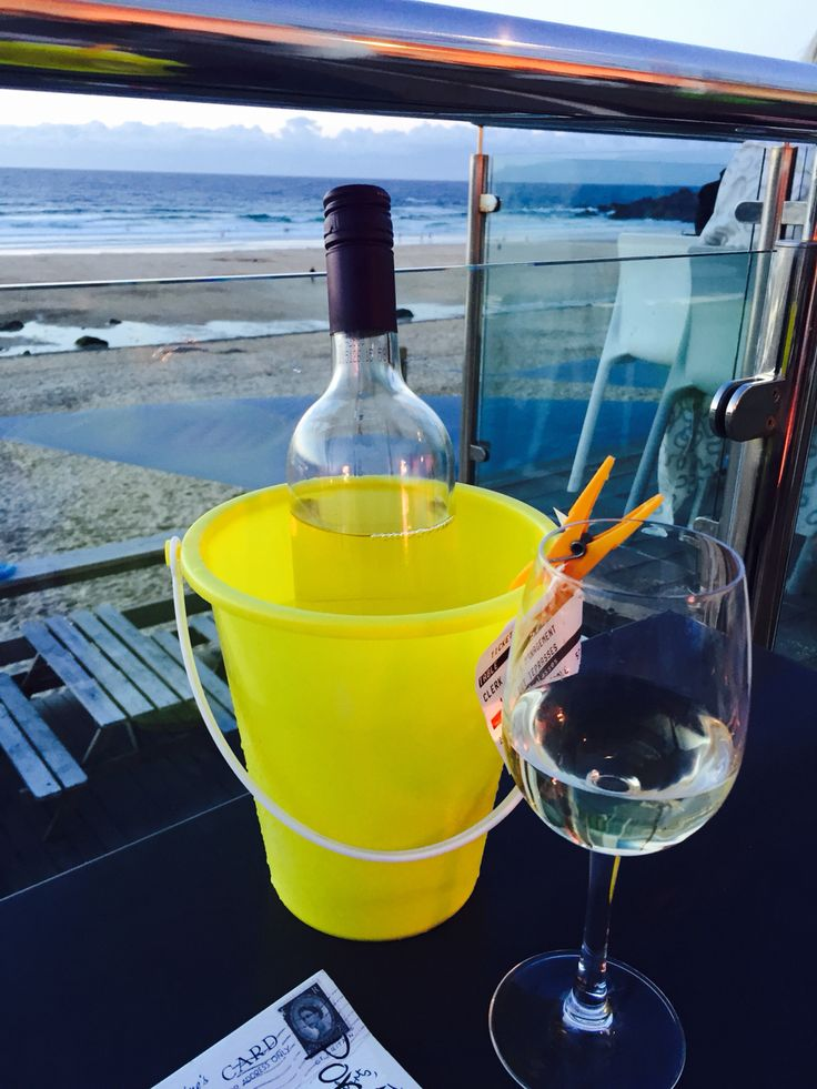 Beach wine bucket