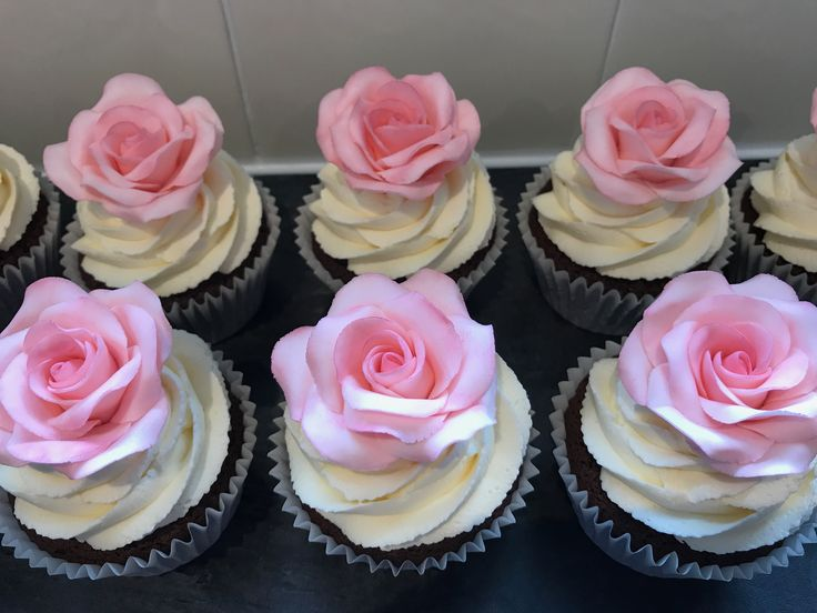 Cupcakes with roses by Plumtree Bakehouse