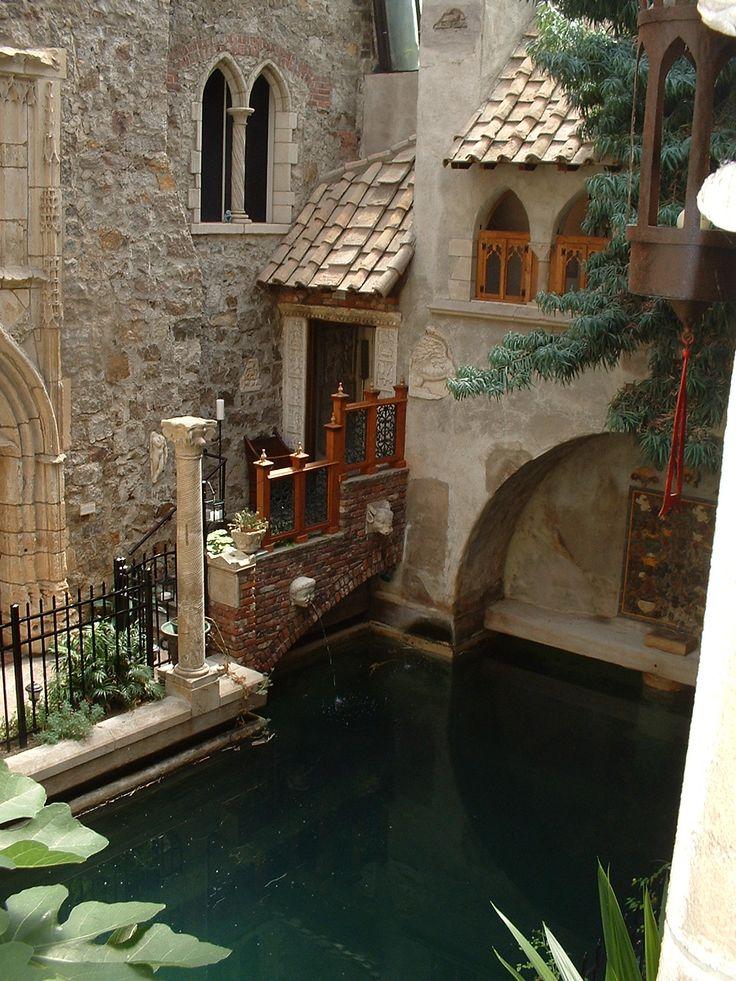 Hammond Castle inner courtyard and swimming pool. #hammondcastle