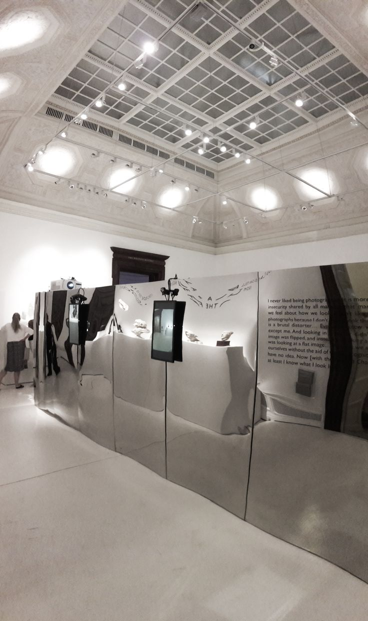 mirror panel at the royal academy of arts in LONDON - mur miroir - design julien vidame
