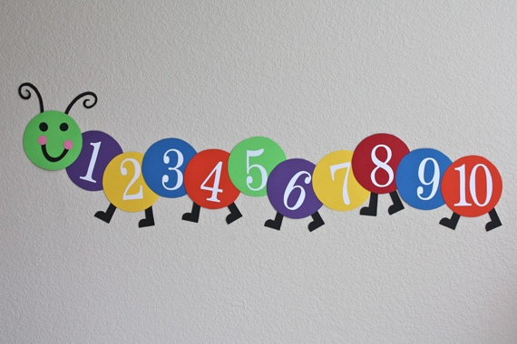 "Counting Caterpillar: A cute idea....I may do this instead of a ""number line"" next year. This is WAY more fun! from http://goodtotsforless.blogspot.com/search/label/busy%20bees"